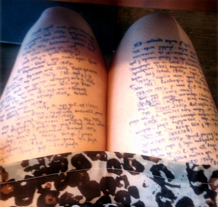 шпаргалки на ногах для экзамена