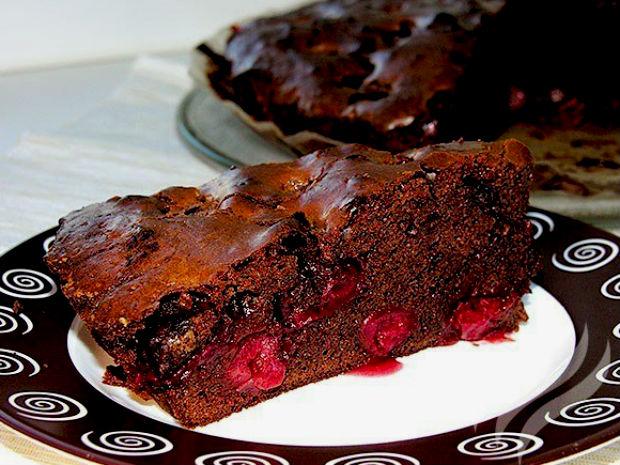 Рецепт шоколадного брауни с вишней